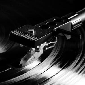 vinyl_never_die_by_axhellwood-d45ycs5